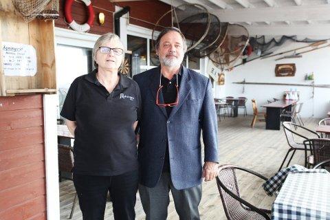 FORNØYD MED SOMMEREN: Hos Magnhild Kolden og Herman Berntsen på Restaurant Redningen på Vallø har det vært mange innom for en matbit i sommer.