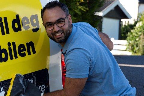 SPENT PÅ RESPONS: Daglig leder, Bardia Soleimanzadeh, er spent på om kundene vil like det nye tilbudet om bilvask hjemme.