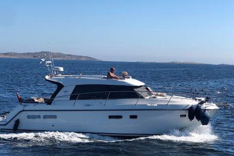 KALDT PÅ NESA: Jarle Erlingsen liker seg på sjøen også om vinteren, men liker ikke å ha dieselvarmeren på når han sover i båten. – Hvis man slår den av kan man bli ganske frossen på nesa, sier han.