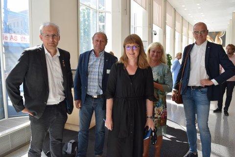 INGEN AVKLARING: - Situasjonen er uavklart og krevende, sa fylkesordfører Terje Riis-Johansen (t.v.) etter møtet med statssekretær Ingelin Noresjø (i midten) i juni ifjor. Fortsatt venter han, Tønsberg-varaordfører Steinar Solum (Sp), Tønsberg-ordfører Anne Rygh Pedersen og Færder-ordfører Jon Sanness Andersen på en avklaring om finanseringen av bypakken.
