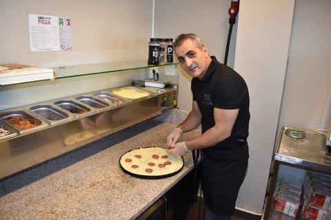 TAKE AWAY: - Jeg liker å lage mat, sier Alan Sadi. Nå lager han mest for take away.