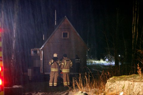 RYKKET UT: Nødetatene rykket ut til en hytte på Tjøme onsdag kveld etter melding om røykutvikling og mulig brann.