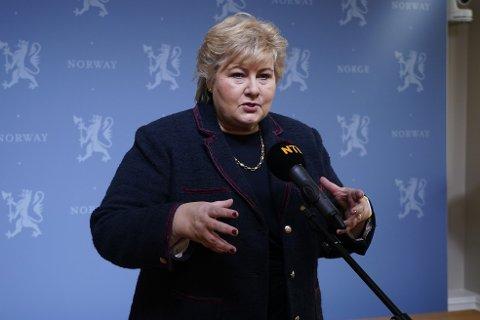Statsminister Erna Solberg snakker om nedstengingen av Oslo og koronasituasjonen.