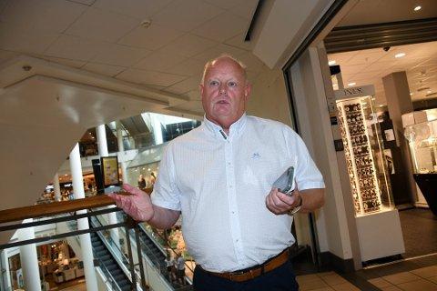 KONSEKVENSER: Utbruddet av det muterte viruset i Nordre Follo kan få store konsekvenser for senterleder Stig Eriksen ved Farmandstredet. Det er stor fare for at kjøpesenteret kan måtte stenge ned slik som i Horten.