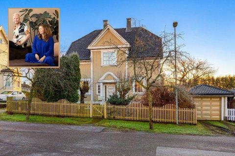 STORE PLANER: Denne flotte villaen i Adlersgate i Tønsberg ble solgt i rekordfart, og Kine Vinje og Tom Andersen har store planer for det gule huset.
