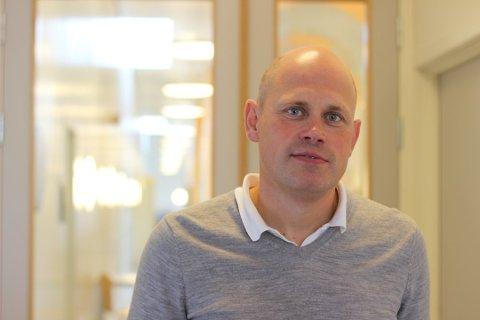 MÅ SNU SEG: Rektor Lars Ottar Svensen og lærerne ved Føynland skole må i løpet av torsdag forberede hjemmeundervisning for hele 5. trinnet på skolen. 48 barn og ni voksne må i karantene på grunn av korona-smitte på trinnet.