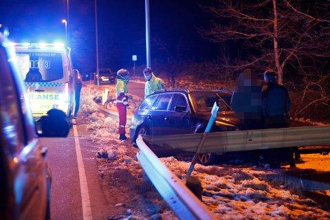 UTFORKJØRING: En bil har kollidert i autovernet i Ekeneskrysset.