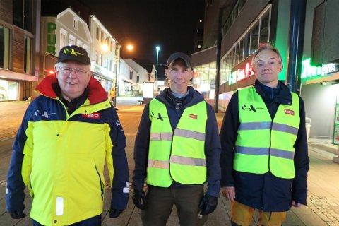VIL SKAPE TRYGGHET: Bjørn Nordstrand, Anders W. Proos og Lars Erik Svanekiel er ute på byen lørdag kveld for å være en trygghetsfaktor.