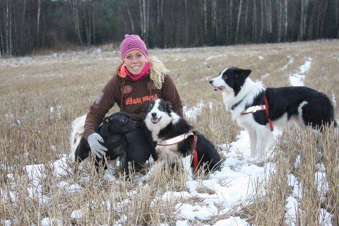 HUNDEOPPDRETT: I 1996 fikk Linda Kjeksrud sitt første border collie-valpekull. Hun deler gjerne av sin kompetanse for å gi andre hundeinteresserte noen råd om hva som er viktig å tenke på hvis en vurderer hundeoppdrett.