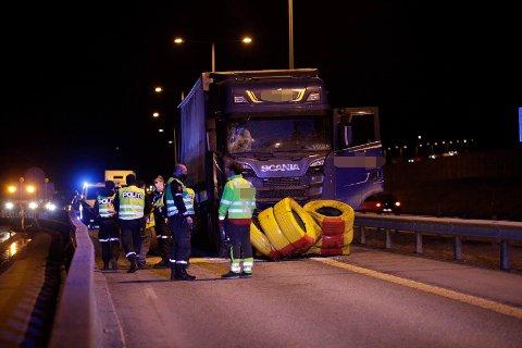 STENGT: Nordgående retning på E18, mellom Borgekrysset og Hesbykrysset, er stengt etter en trafikkulykke.