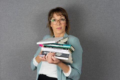 BOKAKTUELL: Miriam Ekelund går i sin bok den norske selvgodheten nærmere etter i sømmene.