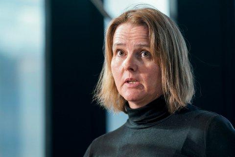 Trine Kåsine fra Rikshospitalet på mandagens pressekonferanse da dødsfallet ble kjent.