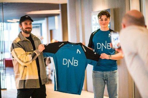 """VELKOMMEN PÅ LAGET: Stian Blipp (t.v.) er en av investorene i e-sportlaget Nordavind. Fredag ble Tønsberg-gutten Emil """"Nyhrox"""" Bergquist Pedersen presentert som lagets nye spiller."""