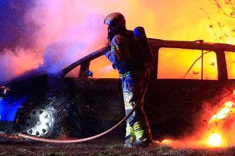 EIDE BILEN: Den 31-år gamle siktede mannen eide bilen som brant på Sem kort tid etter drapet han nå er siktet for medvirkning til.