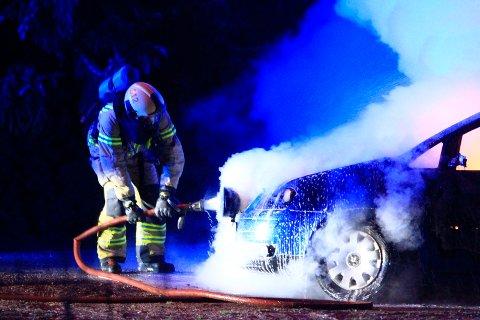 TO SIKTET: To personer er fortsatt formelt siktet for skadeverk på bilen som brant på Sem.