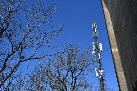 KOMMER: Telia eier basestasjonen på Frodeåsen, og sendte nylig utbyggingseksperter til masta. Imens er også Telenor i gang med sin utrulling av 5G-nettet, selv om dekningen neppe når Tønsberg-distriktet før tidligst neste år.