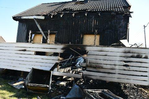 BRANNHERJET: Familiens bolig på Sem er sterkt preget av nattens brann.