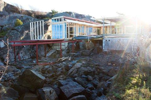 HENLAGT: Færder kommune anmeldte ulovlighetene på denne eiendommen på Hvasser. Nå er saken henlagt av Økokrim.