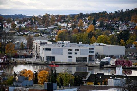 BERØRT: Fire elever ved Færder videregående skole (bildet) og én ved Greveskogen er hittil bekreftet smittet i forbindelse med utbruddet blant russ i Horten.