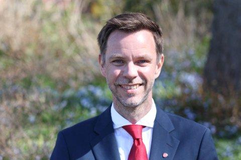 HÅP OM FLERTALL: Stortingskandidat Truls Vasvik (Ap) sier han har håp om at de rødgrønne partiene på Stortinget samler seg bak et krav om full InterCity-utbygging gjennom Vestfold, og ser heller ikke bort fra at det kan være mulig å få et flertall sammen med Fremskrittspartiet.