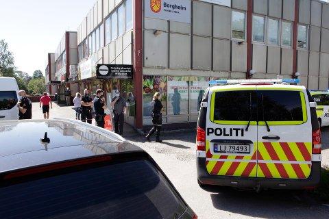 KNIVTRUSLER: Politiet tok hendelsen på alvor og rykket ut med flere patruljer.