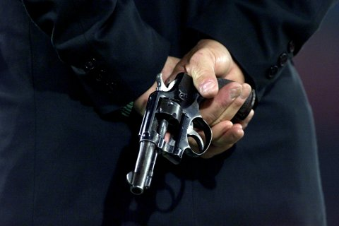STARTPISTOL: Politiet har lenge vært bekymret for at kriminelle har skaffet seg startpistoler fra sportsmiljøet, og bygget dem om til fungerende skytevåpen. Kripos mener at drapsmannen som i april drepte Bård Lanes i Tønsberg brukte nettopp en slik ombygget startpistol.