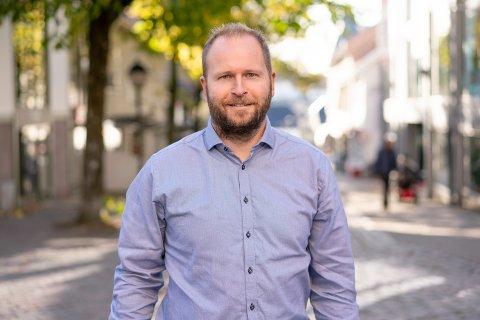 RÅDER FOLK TIL Å SELGE NÅ: Eiendomsmegler Thor Fredrik Solberg råder selger til å gå ut på markedet nå. – Jeg forventer ikke at oppgangen og temperaturen vil holde evig. Også forventes jeg renteøkning igjen mot nyåret. Det pleier å påvirke markedet.