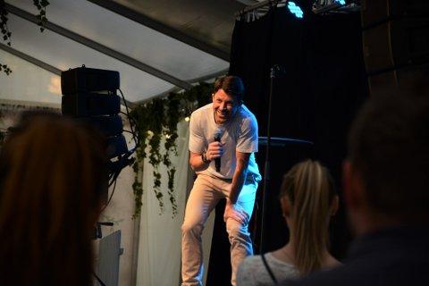"""MER NILSI: Nils-Ingar Aadne og showet hans, """"Da var det oss"""" har blit en solid sommerslager i Tønsberg i år. Nå blir det ekstraforestillinger."""