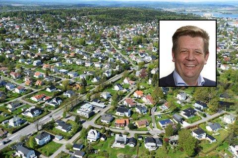 FÅ BOLIGER: Det er rolig i boligmarkedet i juli. Det merkes  på antall bolig ute for salg. EiendomsmeglerEirik Roberg i Krogsveen Tønsberg sier at det har vært mangel på eneboliger i Tønsberg og Færder siden i våres.