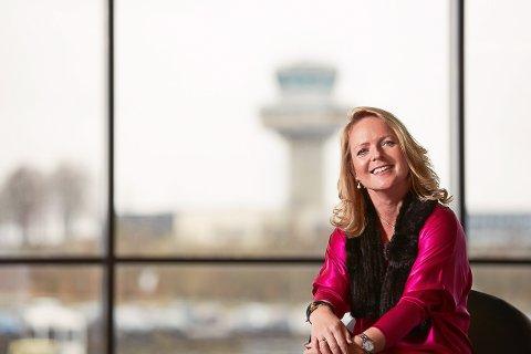 GLAD FOR GJENÅPNING: Tine Kleive-Mathisen er glad for å  kunne melde at Ryanair igjen flyr fra Sandefjord Lufthavn Torp til London  og Manchester.