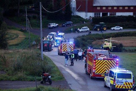 RYKKET UT: Politi, brannvesen og luftambulansen rykket ut til ulykken.