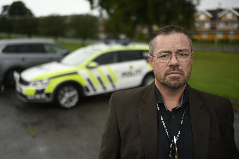 FØRST PÅ STEDET: Egil Olsvik fra Konnerud var først på den dramatiske ulykken på E18 i morgentimene mandag. I elleve år har han undervist i psykologi og stresshåndtering i jobben som førsteamanuensis ved politihøgskolen i Stavern. Nå fikk han bruk for teorien.