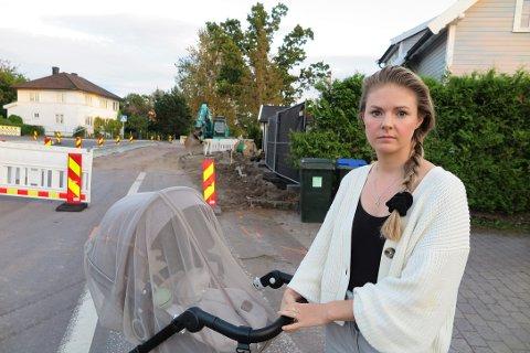 ADVARER: Mie Repål ønsker å gjøre flere oppmerksomme på den farlige strekningen langs Narverødveien.