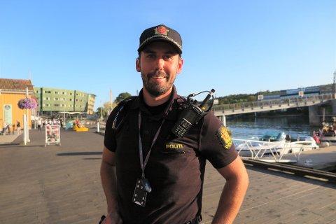 PÅ STEDET: Magnus Kiil fra politiet fortalte at det hadde vært en slåsskamp på Brygga.