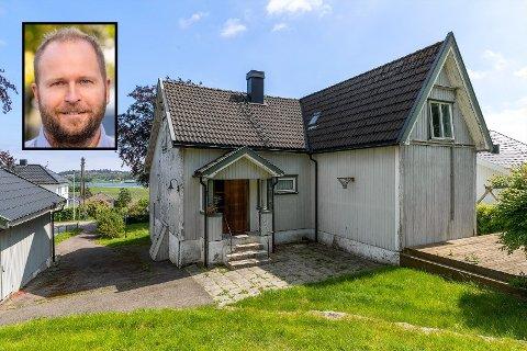 RENOVERINGSOBJEKT: Boligen gikk unna raskt, til tross for at den hadde omfattende behov for renovering. Daglig leder i DNB Eiendom, avdeling Tønsberg og Revetal, Thor Fredrik Hanssen Solberg, kan fortelle at boligen ble kuppet.