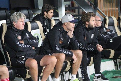 LURT TREKK: Øivind Barland (til venstre) har fått ansvaret for dødballer av FK Eik-trenerne Ronny Johnsen og Christopher Barland. Det har gitt særdeles god uttelling.