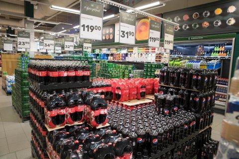 FOLKEFAVORITT: Pepsi Max står sterkt blant mange i Norge. Andre sverger til Coca Cola uten sukker. Foto: Scanpix/Terje Pedersen