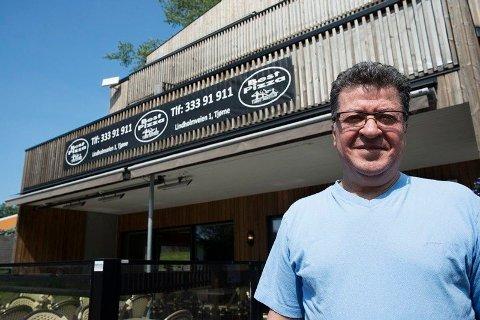 VELKJENT: Ghassan Hussein Hage-Ahmad er eier og daglig leder av Best Pizza på Tjøme. Han har drevet pizzarestauranten siden 1993. Restauranten har også skjenkebevilling. Hver fredag utvides åpningstidene til klokken 02:00 og blir en bar. I løpet av årene har stedet blitt et velkjent navn på Tjøme.