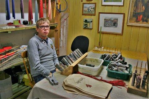 BLANDET GRUPPE: Odin Bolle (26) er den yngste på Granly, som har beboere som er femti år eldre også. - Folk blir boende her lenge - gjerne livet ut, forteller daglig leder Kristin Lindberget.