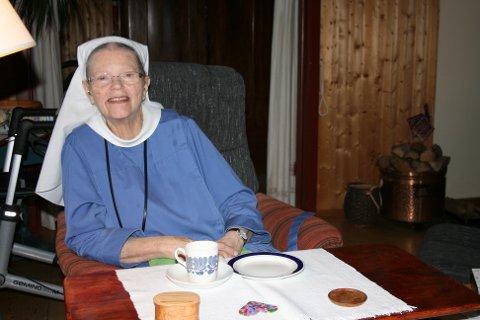 OVer 30 ÅR I KOLBU: Søster Eva på Engen kjente for første gang klosterkallet da hun var 25 år. Nå har hun levd i Norges eneste protestantiske diakonissekloster på Kolbu i over 30 år, siden 1991 sammen med søster Magnhild.