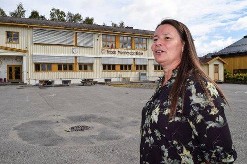 PRIORITERER BARNEHAGEN: Behovet for et nytt tilbygg er ikke lenger like stort, og Toten Montessoriskole vil prioritere etableringen av ny barnehage med oppstart høsten 2020, forteller rektor Unn Sethne.