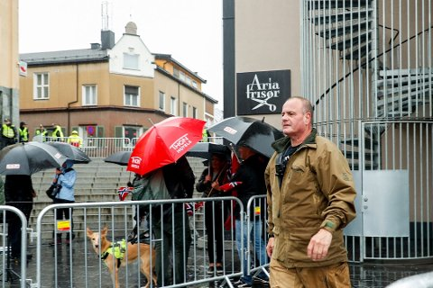 MARKERING: Sian-leder Lars Thorsen, her under en Sian -markering i sentrum av Hamar. Foto: Foto: Geir Olsen/NTB