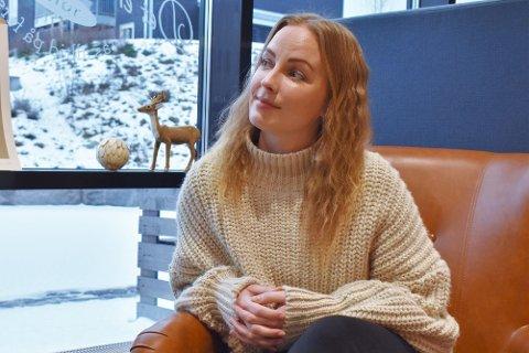 INNBYGGER: Veronica Håkensbakken (32) bor på Lena. Hun er en av mange innbyggere som er bekymret for at personlige opplysninger kan være på avveie etter dataangrepet mot Østre Toten kommune. ARKIV