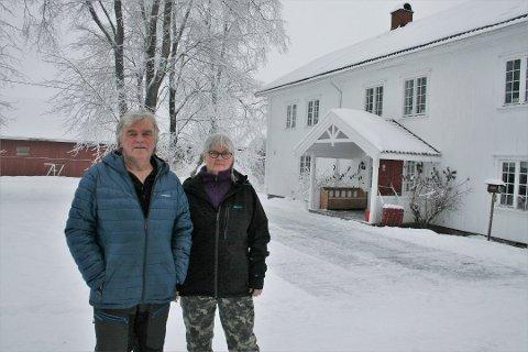 SØKNADSPROSESS: Erik og Anne Eriksrud er nå i ferd med å utarbeide en grundig søknad om å få bygge kårbolig på gården Øfstås Østre på Bøverbru, slik at de skal kunne fortsette å bo der også etter at sønnen etter planen skal ta over.