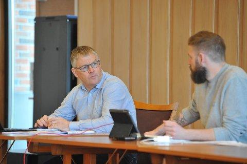 VURDERER SITUASJONEN: Kommunedirektør Bjørn Fauchald (t.v.) og ordfører Stian Olafsen. ARKIVBILDE
