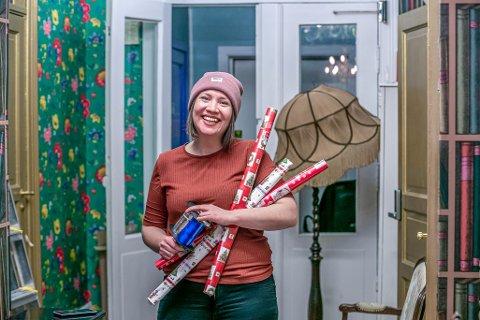 SPRUDLENDE ENERGISK: Jenny Sjånes Johansen på Kirkens bymisjon arbeider med familier, barn og unge - og det gjør hun med energi og stort  engasjement. Foto: Torgrim Rath Olsen