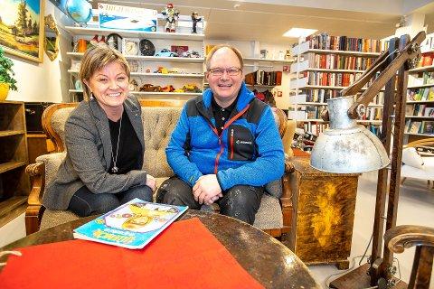 GJENÅPNING: Britt Hege Mathisen Limo er daglig leder i Remiks Miljøpark AS. Butikksjef Knut Anders Evanger har kunder i hovedsak fra Tromsø, men forventer besøkende fra både Finnmark, Sverige og Finland.