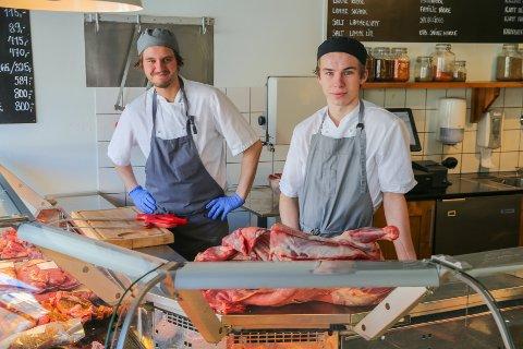 TILBAKE: Jesper Jensen og Isak Berntzen er glad for å være tilbake i kjøttdisken til Søstrene Ingebrigtsen.