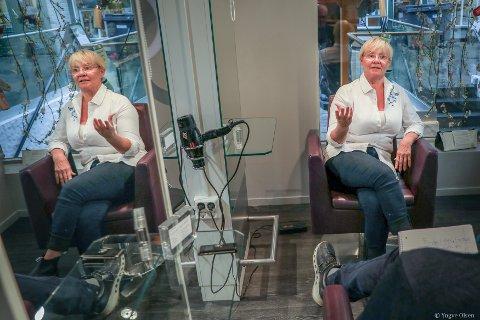 ENGASJERT: Kari Sabbasen brenner for frisørfaget, og ønsker at  yrkesgruppa skal få den lønna hun mener de fortjener.