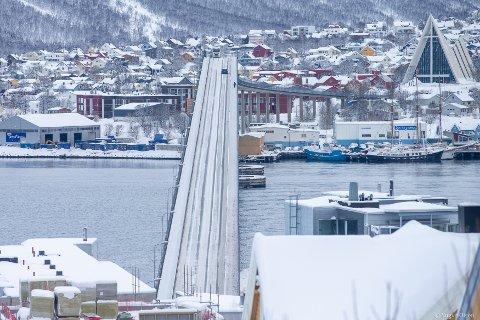 Mandag 20. mars tok fotograf Yngve Olsen dette bildet av Tromsøbrua.